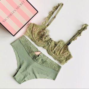 Victoria's Secret green lingerie set - 32B/SMALL